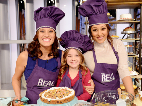 Tamera's Family Bakery: Get Her Cookie Cake Recipe!