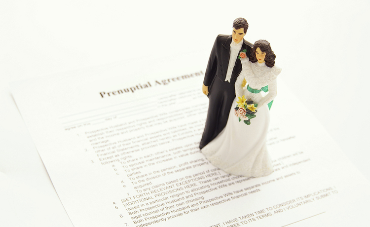 The Pros and Cons of Signing a Prenup