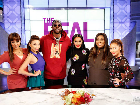 2 Chainz Gives Back in a REAL Way!