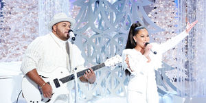 """Adrienne and Israel Houghton Perform """"The Gift"""""""
