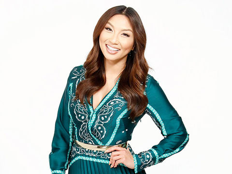 Jeannie Talks Being a 'Hopeless Romantic,' Confirms She's Dating Again