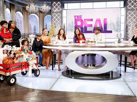 Bobby Brown & Alicia Etheredge Brown Bring Kids on Show, Share Holiday…