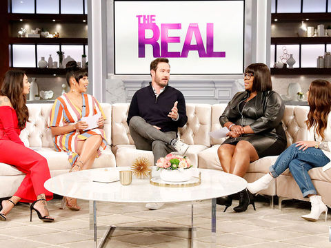 "Mark-Paul Gosselaar Plays ""Celeb In 60"" With The Hosts!"