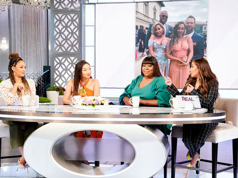 The Hosts Reveal Their Secret Snacks Backstage At The Emmys!
