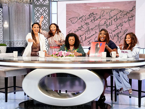 The Hosts Fulfill Their Promise To Send Yvette Nicole Brown To Meet Her Idol…