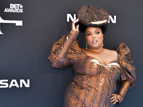 "Lizzo Isn't ""Messing with Miley's Man,"" But She Wants Her Own Hemsworth!"