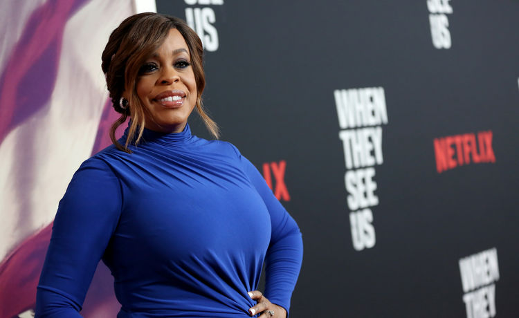 Niecy Nash Says Cops Pulled Taser on Son for Minor Traffic Violation