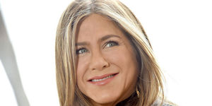 Jennifer Aniston Surprises Nurse Who Contracted COVID-19 — WATCH!