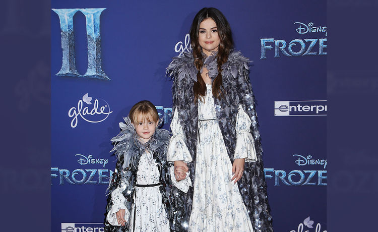 Selena Gomez & Little Sister Steal Show at 'Frozen 2' Premiere!