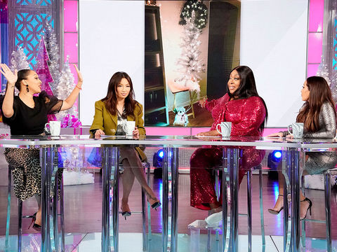 Jeannie and Loni Talk About Decorating For Their First Christmases With Their…