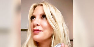 Tori Spelling Apologizes for 'Racist' Pic of Daughter Dressed as…