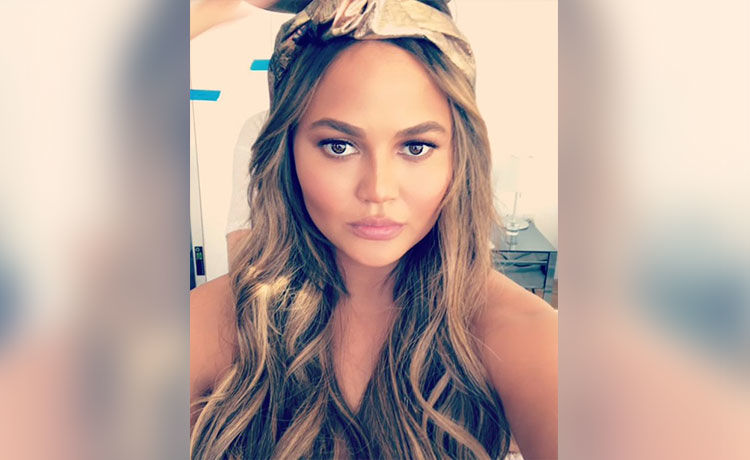 Chrissy Teigen Claps Back at Body Shaming Troll!