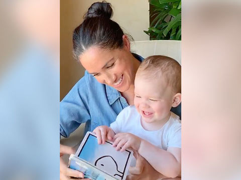meghan markle reads to son archie in honor of his 1st birthday thereal com meghan markle reads to son archie in
