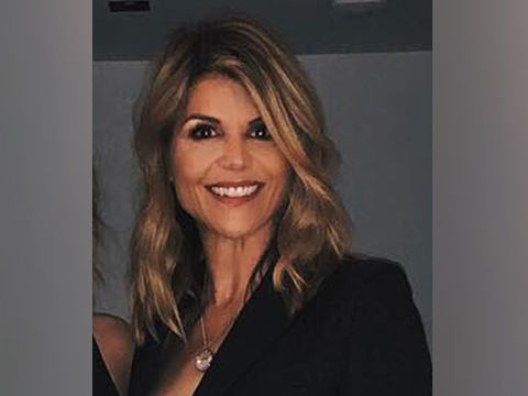 Twitter Slams Lori Loughlin's 'Lenient' Plea Deal!