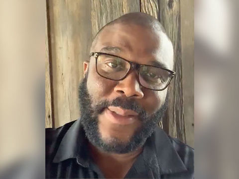 Tyler Perry Donates 1,000 Gift Cards with Help from Atlanta Police