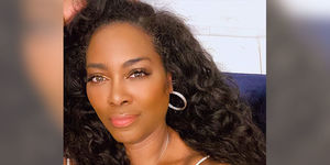 Kenya Moore Proudly Displays Her Gray Hairs!