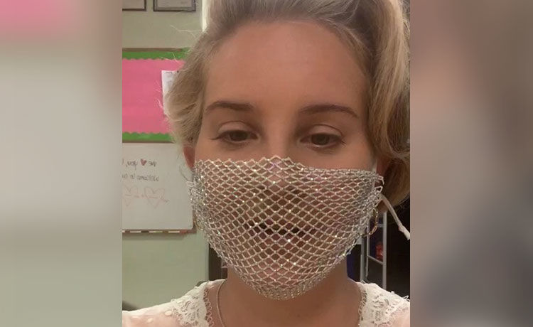 Lana Del Rey Under Fire for Wearing THIS Face Mask at Meet ...