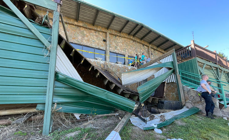 11 Injured After Tennessee Restaurant Deck Collapses at Birthday Party